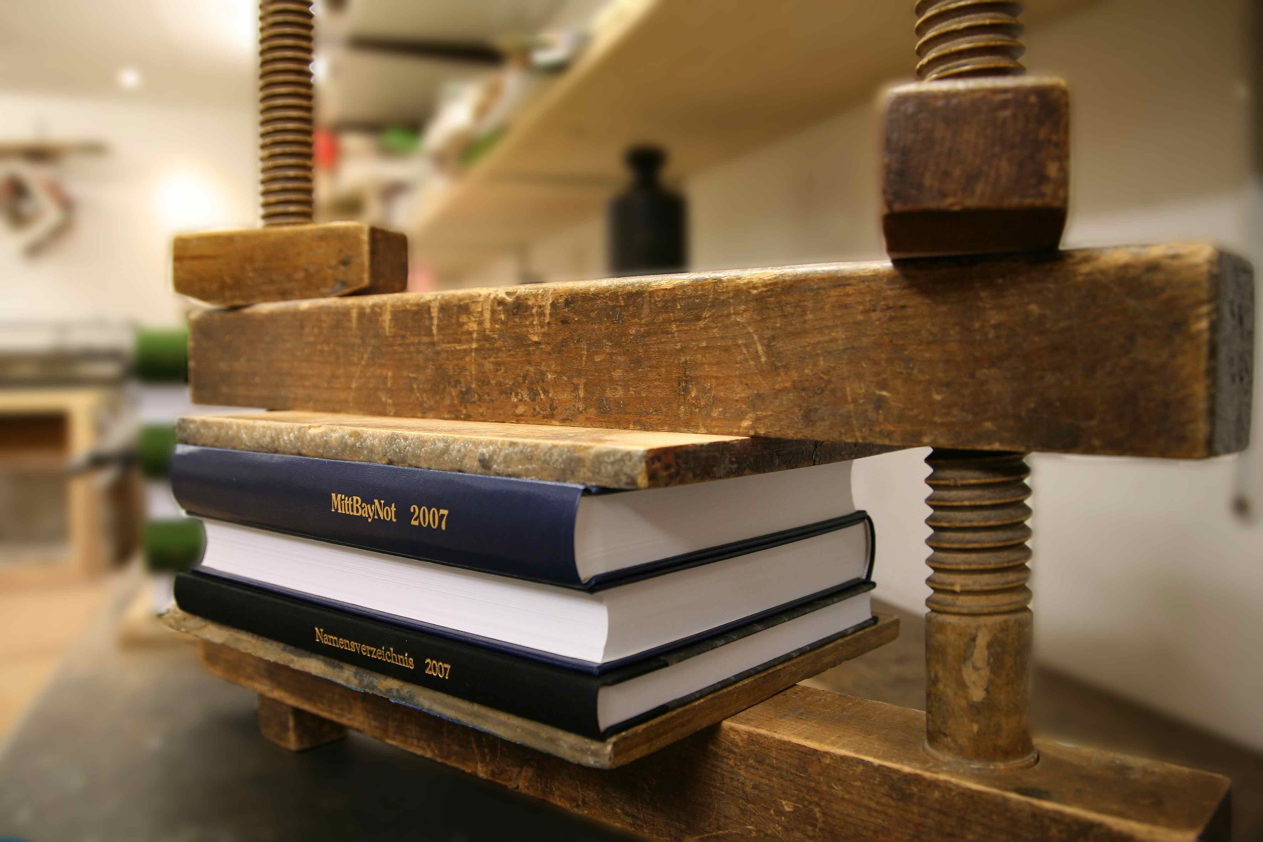 Buchbinderei - Die Buchblockpresse