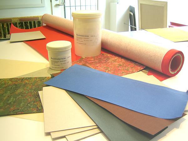 Leinen und Papier