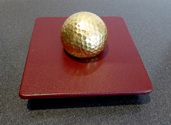 Golfball - handvergoldet - Ledergestell