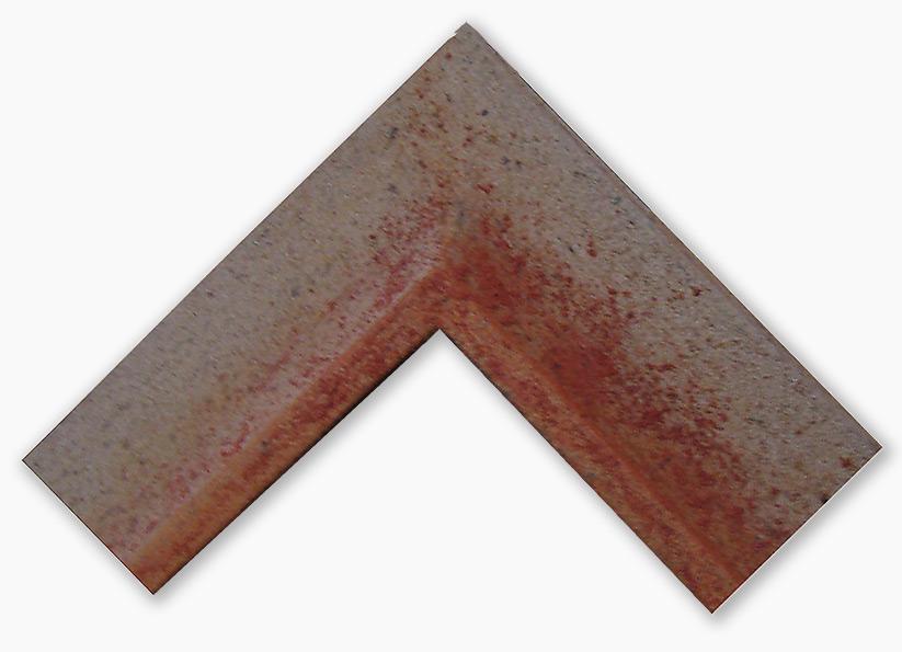 Steinrahmen mit Sand Rot belegt