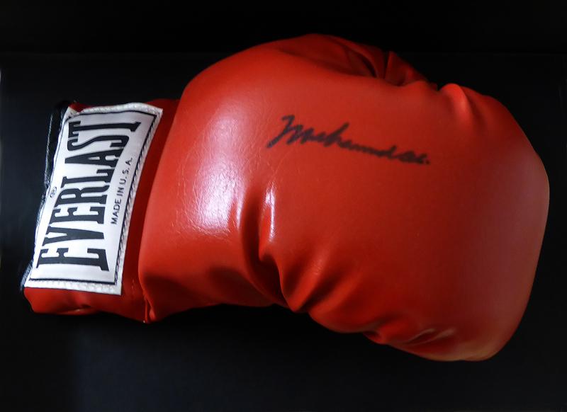 Original Boxhandschuh von Muhammad Ali mit Originalunterschrift