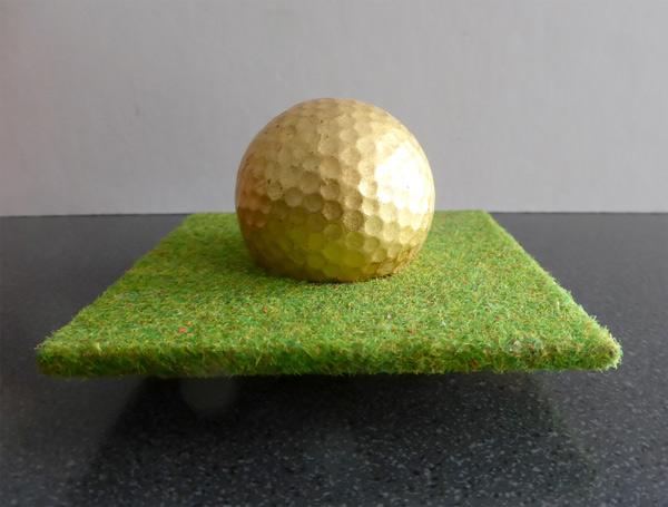Grasgestell für Golfball
