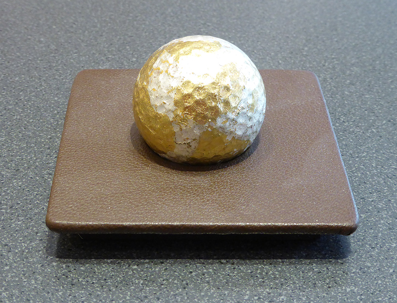 Gestell_Leder braun mit Ball _ Gold-silber
